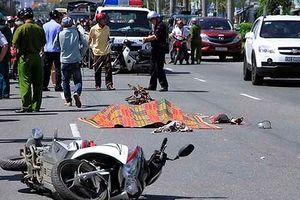 Va quẹt xe máy, 5 người thương vong