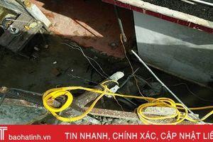 Một thợ xây bị điện giật tử vong khi để xe cò vướng điện lưới