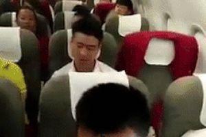 Nghẹn lòng khoảnh khắc U23 Việt Nam hát 'Như có Bác Hồ trong ngày vui đại thắng' trên máy bay