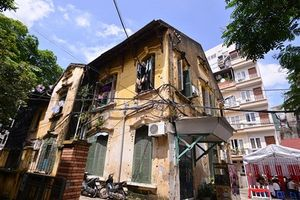 Hình ảnh khó tin những căn biệt thự cổ xuống cấp ở Hà Nội