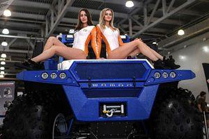 Dàn chân dài 'đốt mắt' tại triển lãm ôtô lớn nhất nước Nga