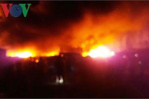 Cháy kho phế liệu ở Quảng Nam, hàng trăm chiến sĩ nỗ lực dập lửa