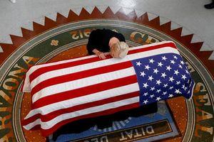 Thượng nghị sĩ John McCain qua đời là sự kiện nổi bật nhất tháng 8