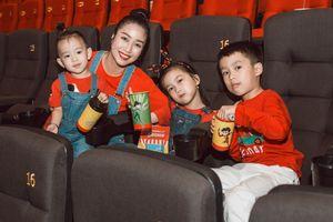 Vắng bóng ông xã, Ốc Thanh Vân một mình đưa 3 con đi sự kiện