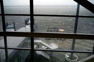 Cận cảnh sân bay quốc tế Kansai 'thất thủ' trước siêu bão Jebi