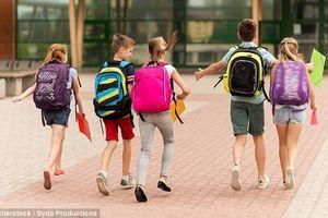 Đeo cặp sách, ba lô có thực sự gây đau lưng ở trẻ em?