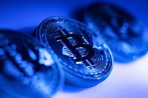 Bitcoin, ethereum rớt giá mạnh sau tin Goldman Sachs bỏ kế hoạch giao dịch