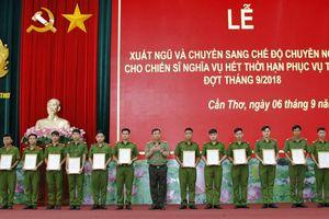 Công an Cần Thơ tổ chức Lễ xuất ngũ cho chiến sỹ nghĩa vụ hết hạn phục vụ