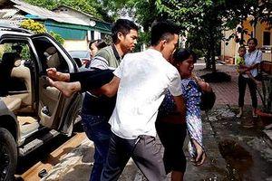 Yên Bái: Nhiều công nhân phải nhập viện do ngộ độc khí máy là quần áo