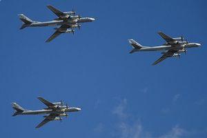 Sóng gió của máy bay ném bom Tu-95 Nga tại Bắc Băng Dương