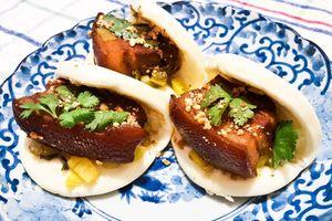 Đặc sản bánh bao kẹp thịt phải thử khi tới Đài Loan