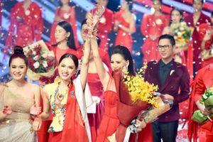 Có thí sinh đăng quang siêu mẫu, Hương Giang thắng áp đảo Kỳ Duyên