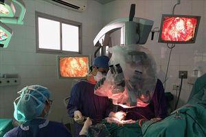 Bệnh nhi mắc u thân não hồi sinh sau khi nhiều bệnh viện trả về