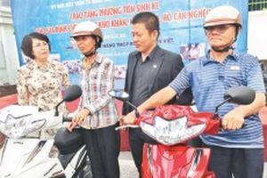Hỗ trợ dân phương tiện để thoát nghèo