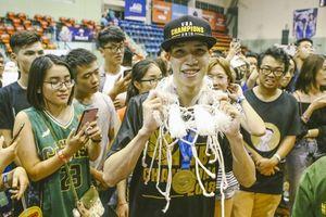 Phú Hoàng lý giải về hành động cắt lưới sau chức vô địch VBA 2018