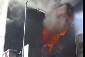 Quán bar ở trung tâm Đà Nẵng bùng cháy dữ dội