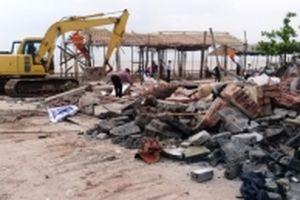 Cưỡng chế 21 trường hợp vi phạm tại bãi biển Cồn Vành, Thái Bình