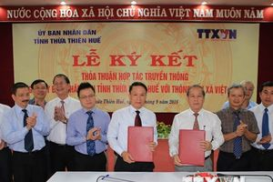Hình ảnh lễ ký kết thỏa thuận hợp tác giữa TTXVN và Thừa Thiên-Huế