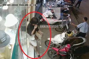 Clip: Cô gái mặc đồ văn phòng lịch sự trộm đồ trong tích tắc