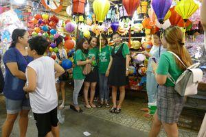 Phố lồng đèn khoe sắc giữa lòng Sài Gòn
