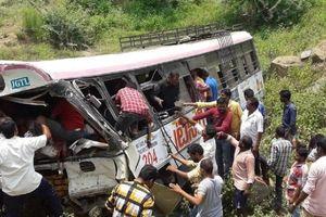 Số người thiệt mạng trong vụ xe buýt ở Ấn Độ tăng gần 60