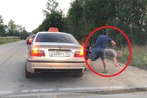 Ném rác ra đường, khách nam bị tài xế taxi quẳng ra khỏi xe
