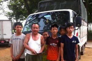 5 học sinh nhặt được của rơi trả người bị mất