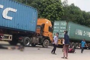 Va chạm với container, 2 anh em ruột thương vong trong ngày giỗ mẹ