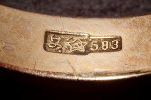 12 kinh nghiệm 'vàng' giúp bạn phát hiện đồ trang sức giả