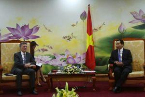Thứ trưởng Lê Quang Mạnh làm việc với Phó Chủ tịch Ngân hàng AIIB