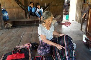 Những người giữ nghề dệt ở Yang Mao