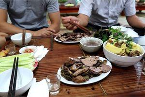 Khuyên dân Hà Nội thôi ăn thịt chó: A dua theo Tây