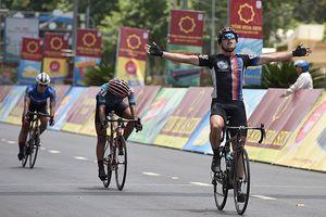 Chặng 11 Giải đua xe đạp quốc tế VTV-Cúp Tôn Hoa Sen 2018: Áo xanh đổi chủ