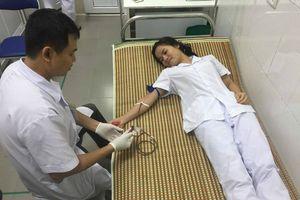 Bác sĩ hiến máu cứu bệnh nhân trong ca cấp cứu