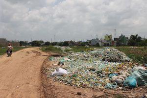 Rác thải đổ đầy đường, kênh rạch