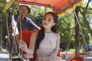 Mai Diệu Ly 'kể' chuyện tình yêu đầu trong MV Hà Nội cũ