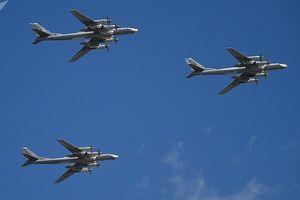 'Ác điểu' F-22 Mỹ chặn đường 'Gấu' Tu-95 Nga giữa lúc tập trận