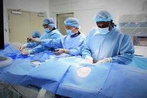 Cứu sống bệnh nhân Campuchia suýt đột tử vì tắc mạch vành