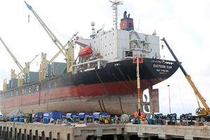 Hai nhân viên sửa tàu biển thiệt mạng do văng khỏi cabin cẩu cao gần 15m