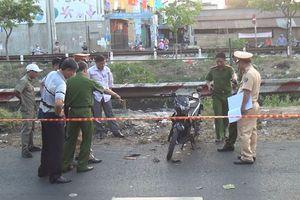 Tá hỏa phát hiện nam thanh niên nằm chết bất thường cạnh xe máy ven quốc lộ