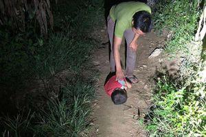 Vụ bé trai 4 tuổi mồ côi cha, mẹ đi lấy chồng khác phải ngủ ngoài đường: 'Hôm nào hàng xóm không cho vào thì cháu ngủ bờ bụi hay hốc đá'