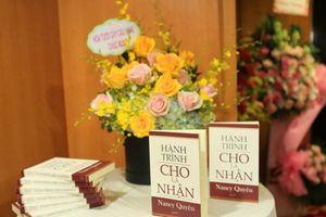 'Bà đầm thép' Nancy Quyên ra mắt sách 'Hành trình cho là nhận'