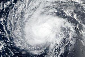 Siêu bão Florence sắp đổ bộ, nước Mỹ lo ngại nguy hiểm bất thường