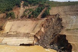 Sạt trượt mái đào vai phải hố xói đập tràn Thủy điện Trung Sơn