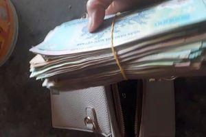 Nữ chủ quán trả lại túi xách chứa hàng trăm triệu cho khách để quên