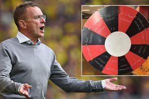 HLV Bundesliga dùng 'vòng quay may mắn' để phạt cầu thủ mắc lỗi