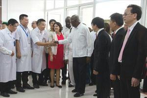 Đoàn đại biểu cấp cao Cuba thăm Bệnh viện Hữu nghị Việt Nam - Cuba Đồng Hới