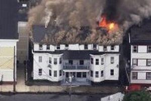 Hàng chục vụ cháy, nổ làm rung chuyển TP Boston (Mỹ)