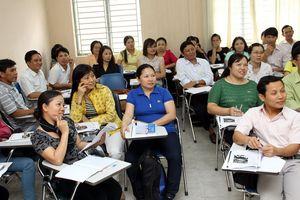 Ban hành kế hoạch đào tạo, bồi dưỡng giáo viên thực hiện chương trình mới.