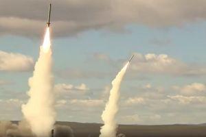Xem hệ thống tên lửa đạn đạo Iskander thể hiện sức mạnh